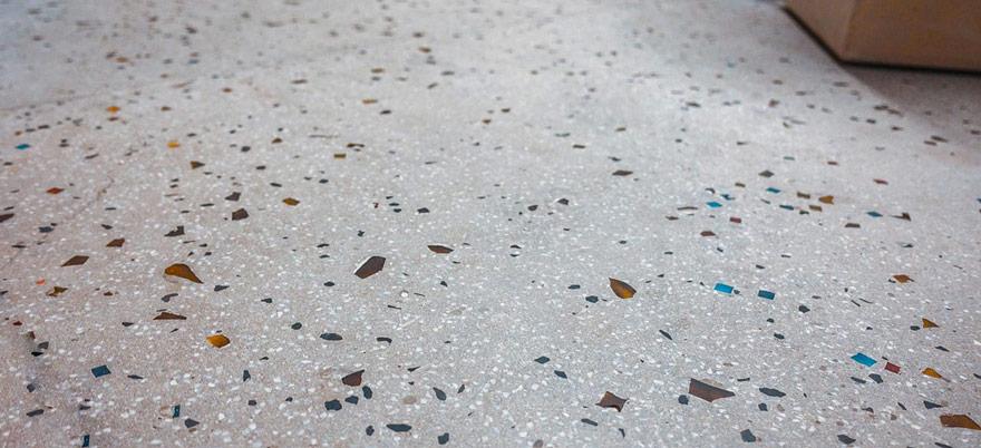 Installation d'un sol en terrazzo granite