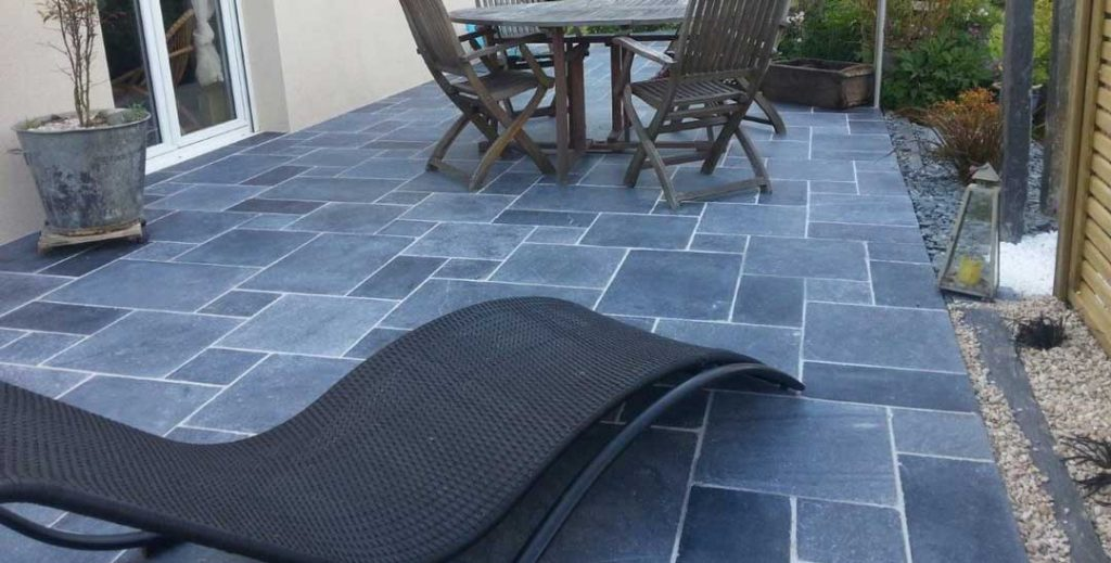 terrasse en dallage de pierre bleue