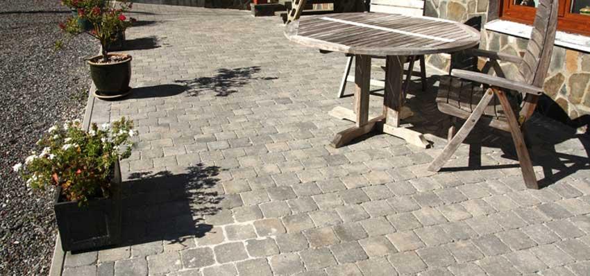 Comment aménager terrasse en pavés?