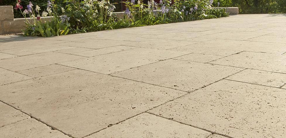 Terrasse en dalles de pierre